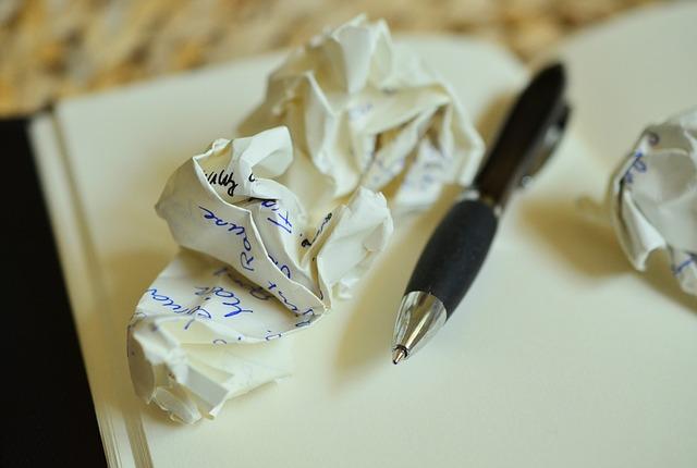 Bild: congerdesign, CC0, https://pixabay.com/en/leave-notes-paper-ball-office-839225/